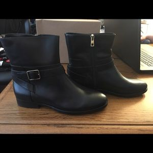 New Ann Taylor Ankle boots SZ7